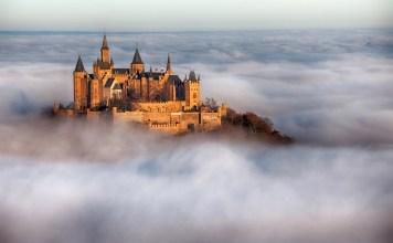 """ドイツの""""天空の城""""− ホーエンツォレルン城; 出典:  Fotolia/Jens Ottoson  https://jp.fotolia.com"""
