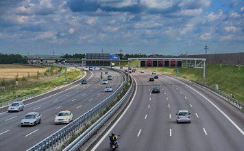 "出典: Wikipedia   ""Garching Bundesautobahn 9"" von Rl91 - Eigenes Werk. Lizenziert unter CC BY-SA 3.0 über Wikimedia Commons   https://commons.wikimedia.org/wiki/File:Garching_Bundesautobahn_9.jpg#/media/File:Garching_Bundesautobahn_9.jpg"