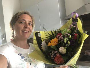 Een bos bloemen gehad van juf Rita