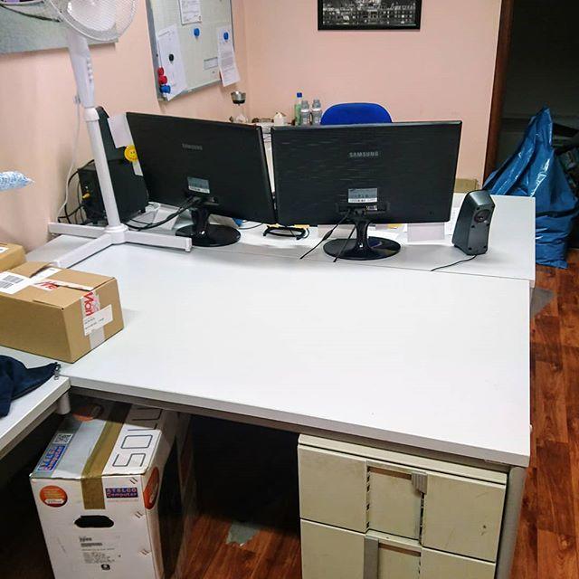 Alleine gelassen. Mein Kollege hat sein neues Büro bezogen und hat mich nach 9 gemeinsamen Jahren verlassen