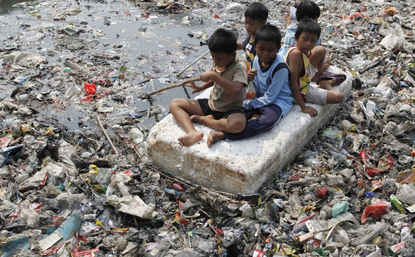 Enorme havområder i Stillehavet er nå dekket av plast.