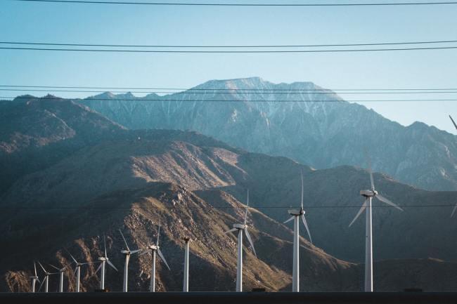 Kampen mot vindmøllene vokser i styrke over hele landet.
