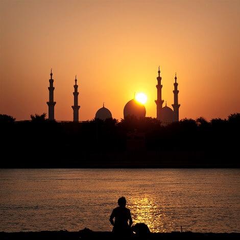 sunset_over_sheikh_zayed_mosque sevgisiz bakınca yusuf bile çirkindir. Şeytan'a aşkla bakınca onu melek sanırsın.Sevgisiz bakınca Yusuf bile çirkindir. Şeytan'a aşkla bakınca onu melek sanırsın.