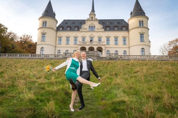 9_Hochzeitsfotos-Schloss-Ralswiek-Rügen-derinselfotograf-2017_3891