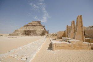 Mısır'ın yöneticileri sağdaki alanda oturur firavunu izlerlermiş...