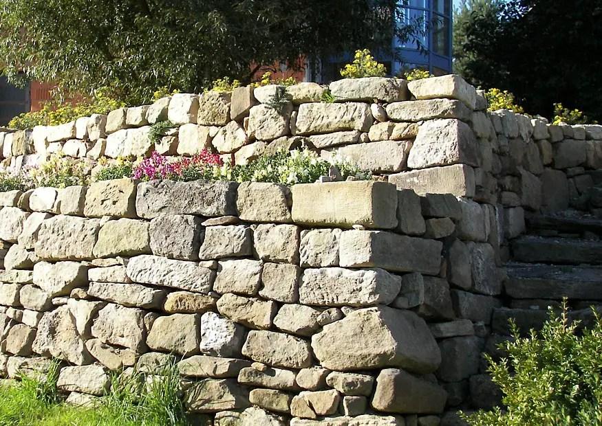 hause und garten natursteinmauer garten hang | couchtisch, Gartenarbeit ideen