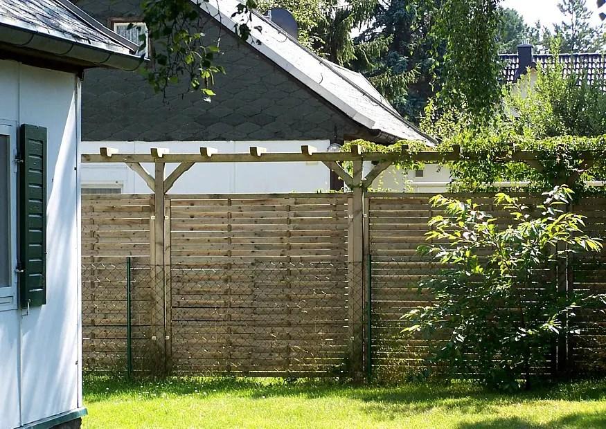 Hoher Sichtschutz Leicht Nachzbauen Pergola Und Holzlamellenzaun