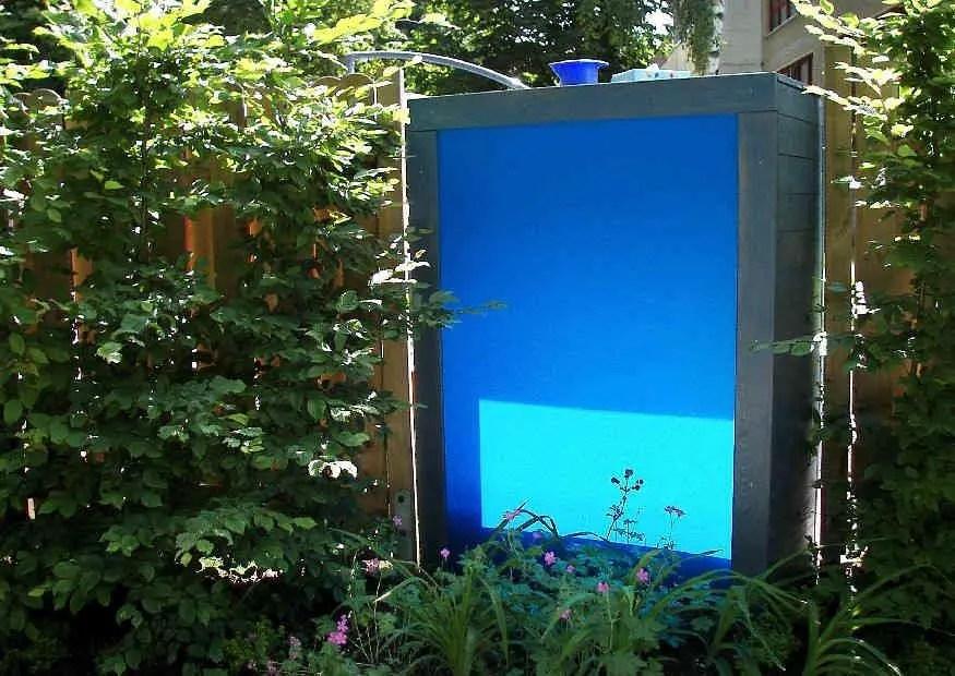Sichtschutz Gartengestaltung in munteren Farben  buntes Acrylglas fr die farbliche