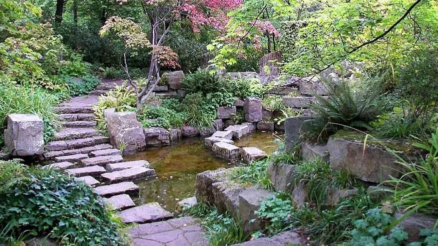 Pfad im Garten anlegen naturnahe Wege