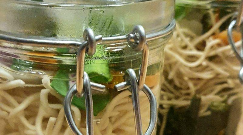 Nudelsuppe im Glas - die beste Alternative zum Essen im Büro