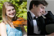 Violiste Maren Bosma speelt Ravel in de Raadzaal van Eemnes