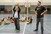 Kinderen genieten van basketbal clinics in de Hilt