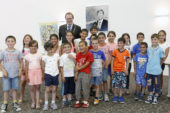 Burgemeester verwelkomt Armeense kinderen voor vakantie Eemnes