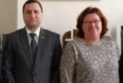 Oliebollenactie PAX resulteert in bezoek Armeense Ambassade