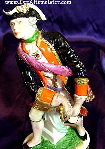 PRUSSIA - FIGURINE - OFFICER - PORCELAIN - CA. 1740 - Imperial German Military Antiques Sale