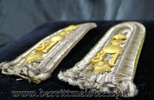 PRUSSIA - SHOULDER BOARDS - HAUPTMANN - FELDARTILLERIE-REGIMENT Nr 81 - Imperial German Military Antiques Sale