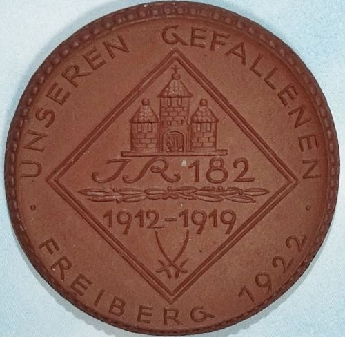 TABLE MEDAL - SAXONY - PORCELAIN COMMEMORATING INFANTERIE-REGIMENT Nr 182's SERVICE - Imperial German Military Antiques Sale