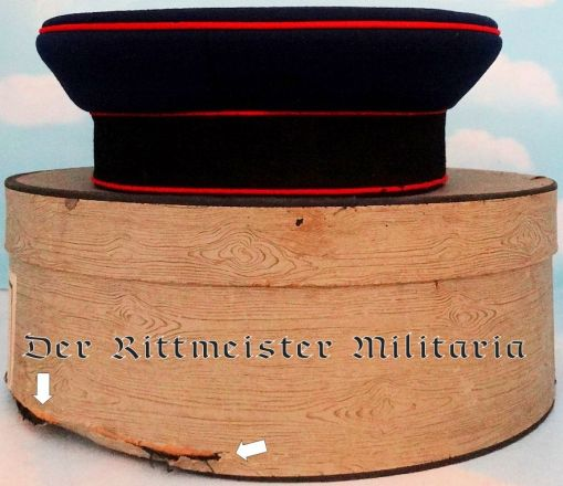 HESSE-DARMSTADT - SCHIRMÜTZE WITH ORIGINAL STORAGE BOX - ENLISTED MAN  - ARTILLERIE REGIMENT - Imperial German Military Antiques Sale