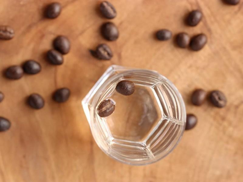 Caffè corretto con la sambuca