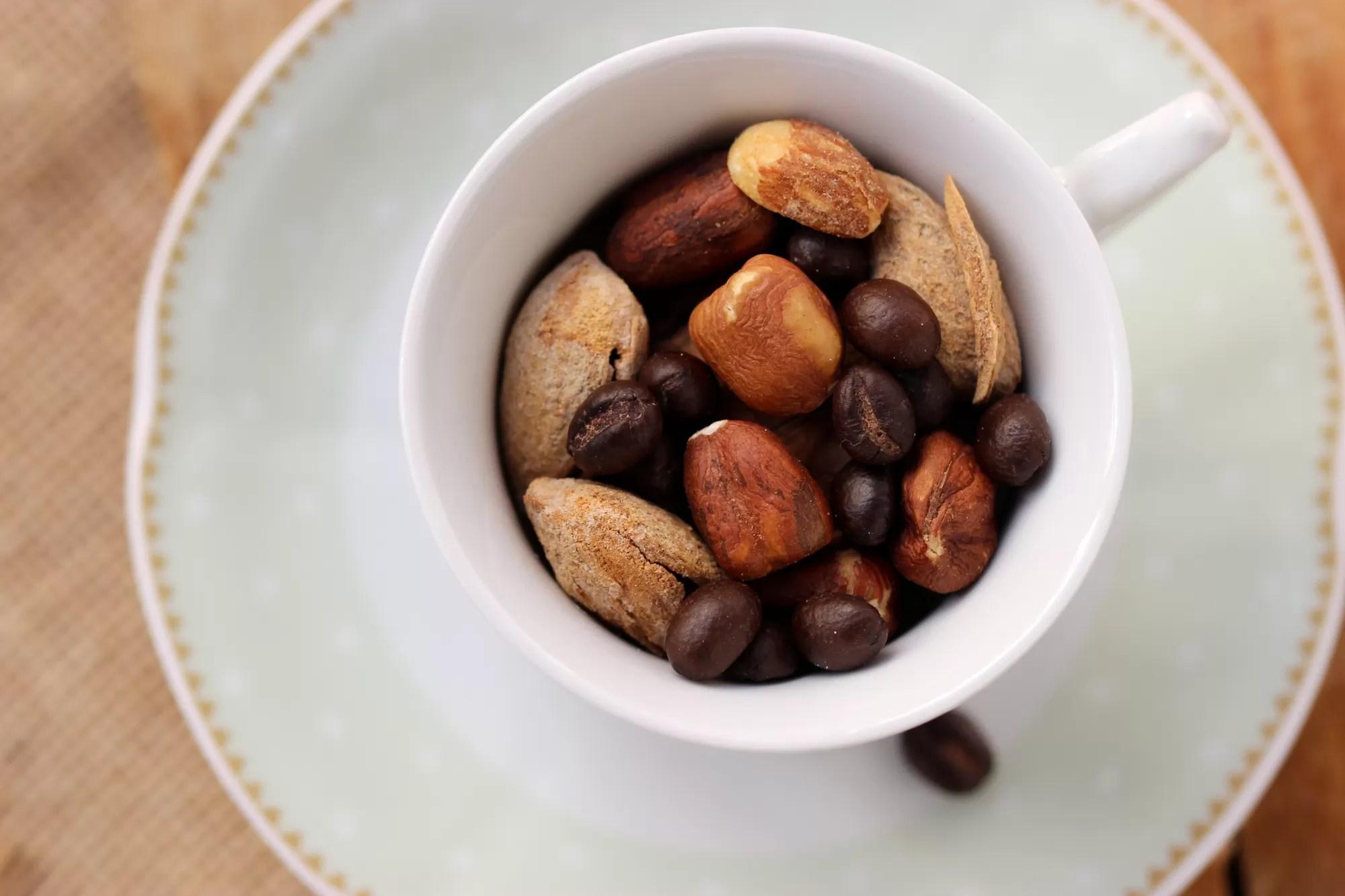 combinare frutta secca e caffè