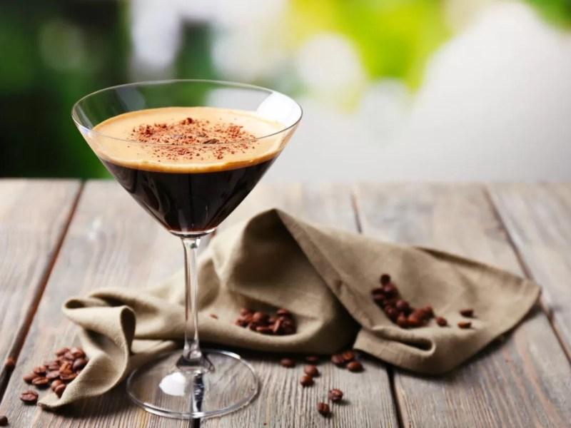Cocktail al caffé: la ricetta dell'Espresso Martini
