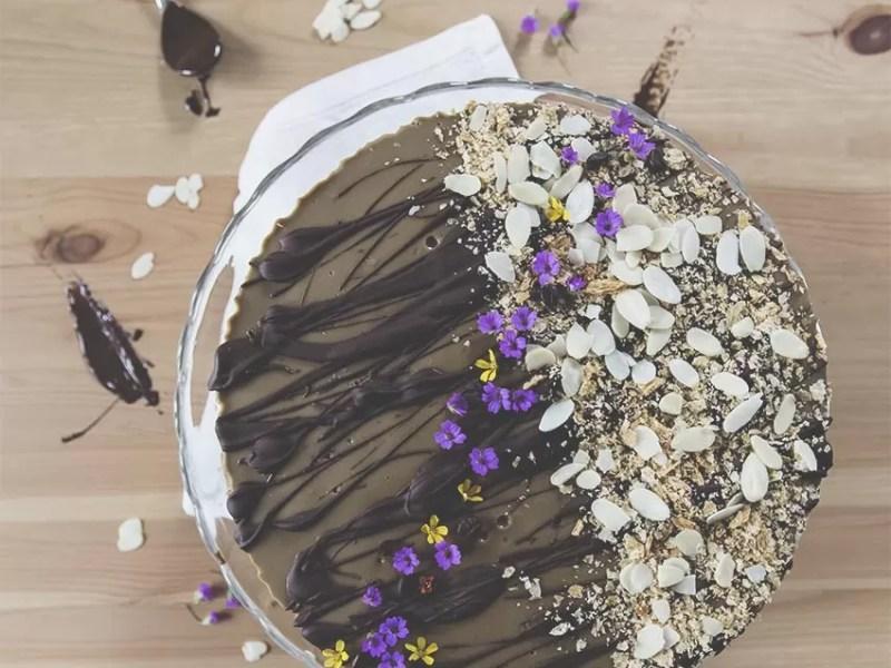 Millefoglie croccante con panna cotta al caffè e mousse al cioccolato