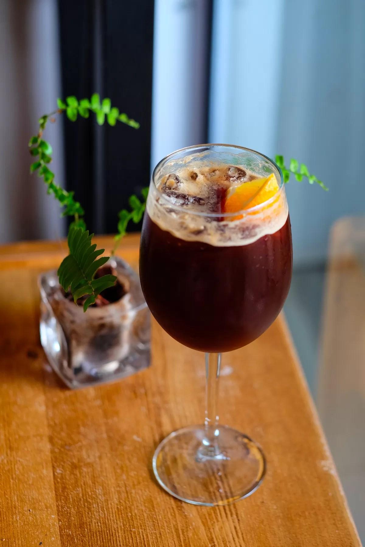 ricetta espresso tonic - cocktail analcolico a base di caffè e acqua tonica