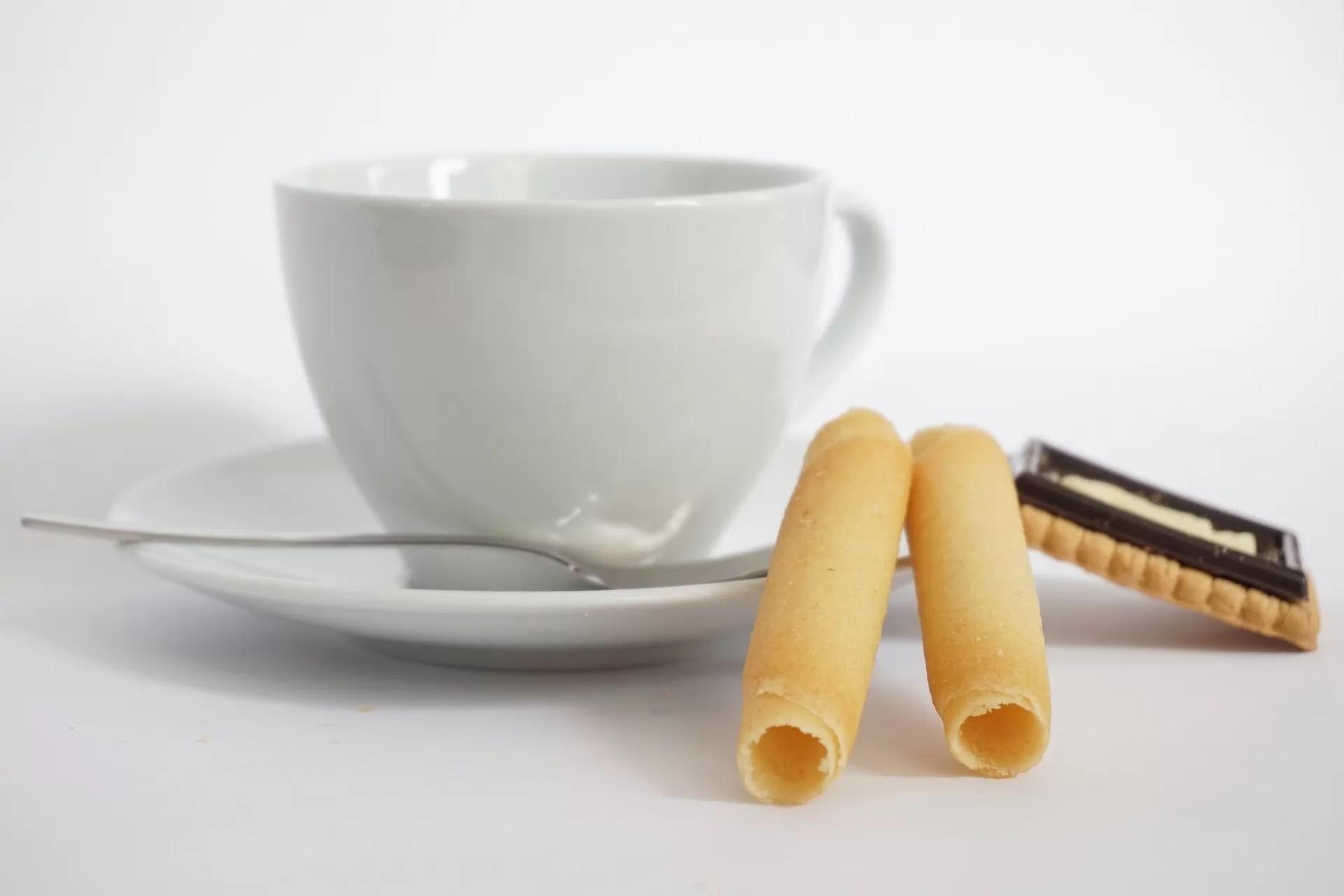 Servire i biscotti col caffè