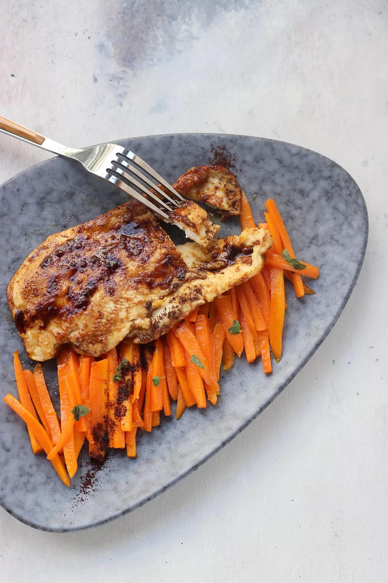 Scaloppina di pollo con carote al burro e miele
