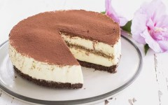 Cheesecake al tiramisù: un dessert cremoso e godurioso (senza cottura)