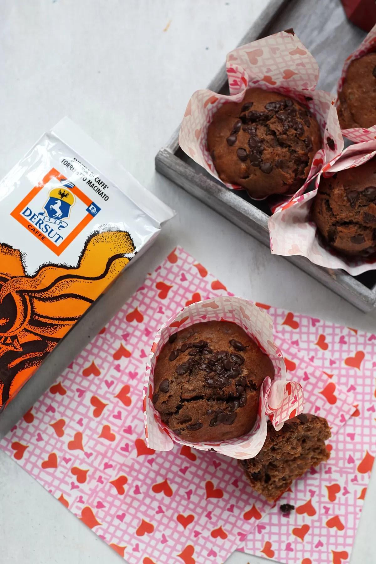 Ricetta dei muffin alla banana e gocce di cioccolato al caffè Dersut