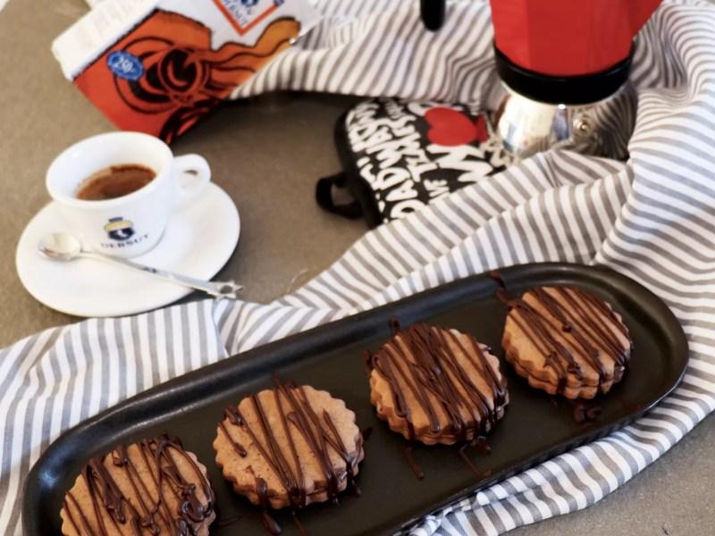 Biscotti al caffè ripieni
