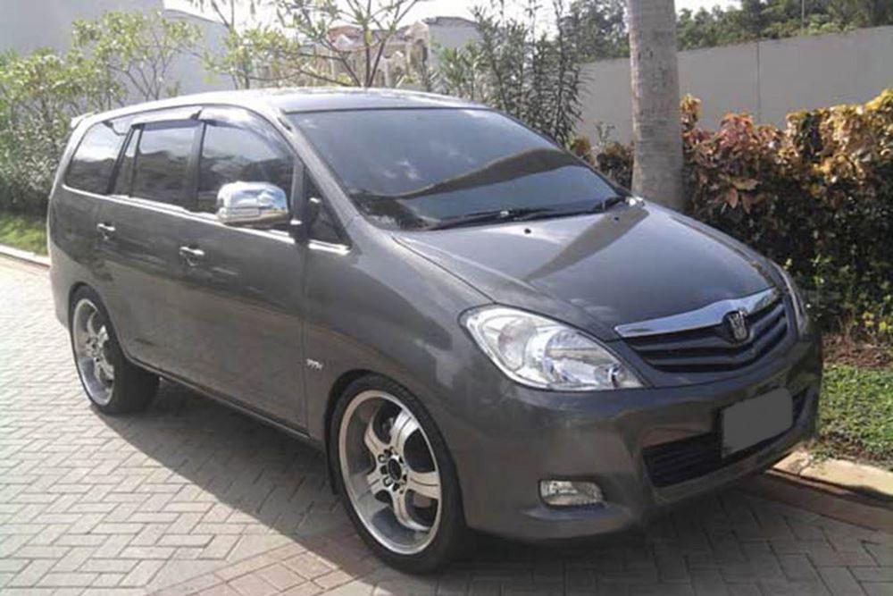 Transport Service Desa Penglipuran - Toyota Kijang Innova 02