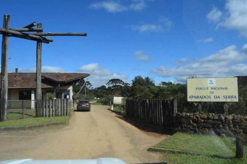 desbravando-horizontes-cambara-do-sul-aparados-da-serra-itaimbezinho0017