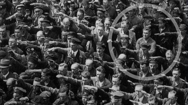 salut-nazi-hambourg-refus