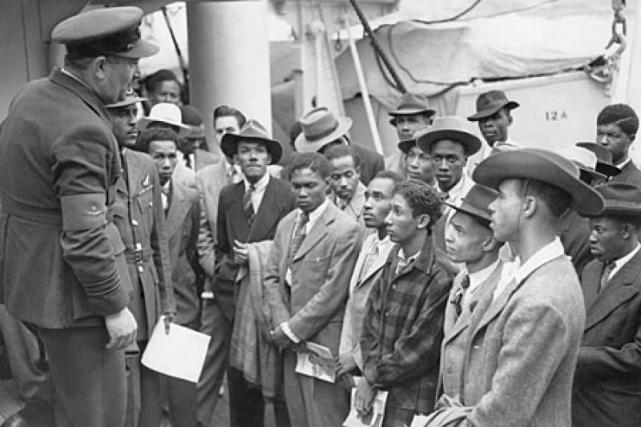 jamaican-immigrants-arriving-at-tilbury-dock-in-1948-on-the-empire-windrush