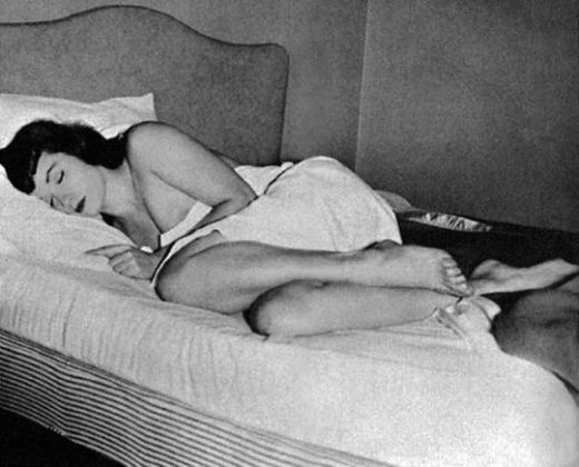 betty-page-sleeping