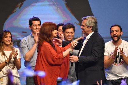 Cristina Fernández de Kirchner y Alberto Fernández en su festejo tras la victoria en las elecciones del domingo en Argentina (Télam)