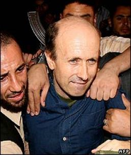 El periodista británico Alan Johnston después de su liberación por Jaish al-Islam