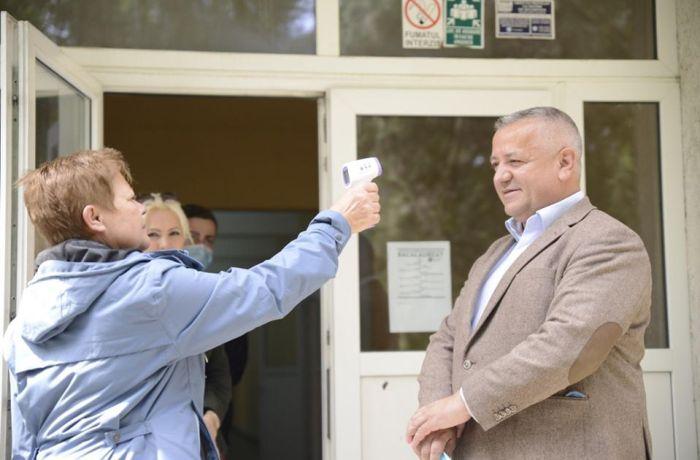 """Marius Screciu: """"Școlile din Drobeta Turnu Severin vor fi dotate cu termoscanere, lămpi cu ultraviolete pentru dezinfectarea aerului și soluții de igienizare"""""""