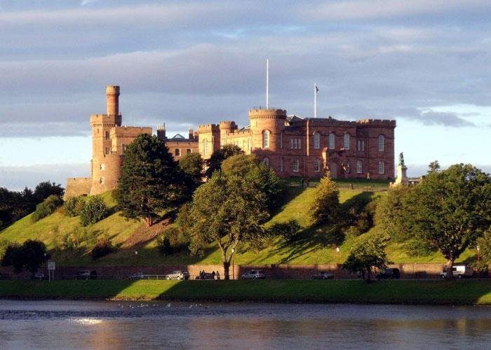 Castillo de Invernes en Escocia