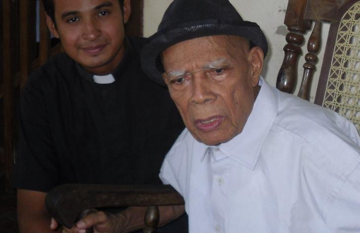 P. Daniel Ibarra junto al P. Peguero