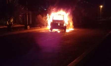 Taxi en llamas