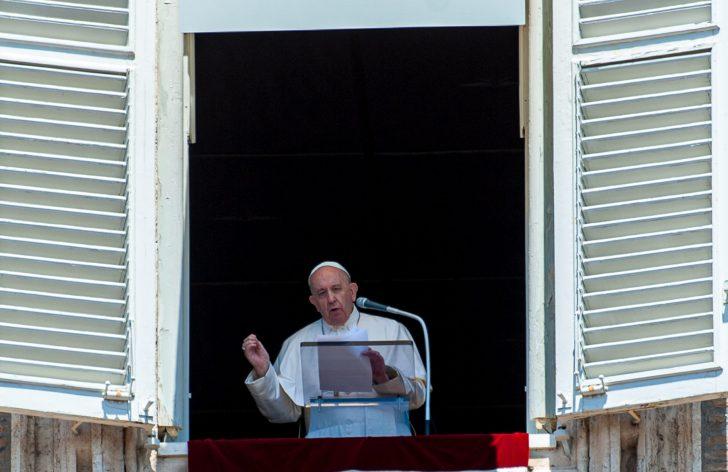 Pope holds Angelus noon prayer