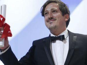Simón Mesa recibe premio Canner al mejor corto