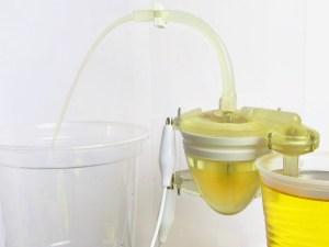 Prototipo de la bomba que genera electricidad con orina