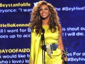 premios femenina y pop.