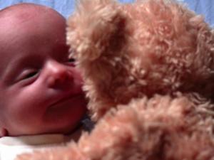 Viral: Bebe Henry y su oso de peluche