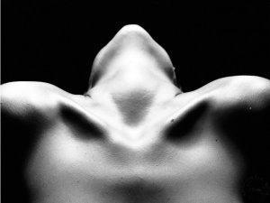 cuello-mujer