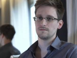 Edward Snowden pide a Rusia